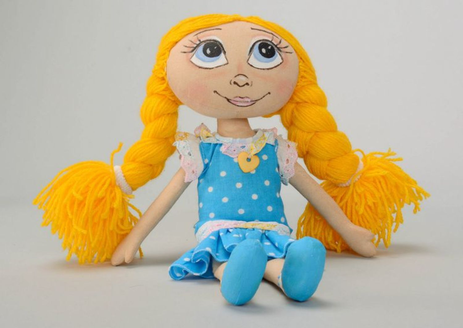 Fragranced doll with yellow braids  photo 5