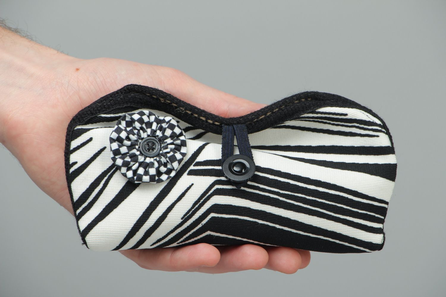 Black and white eyeglass case with button photo 4
