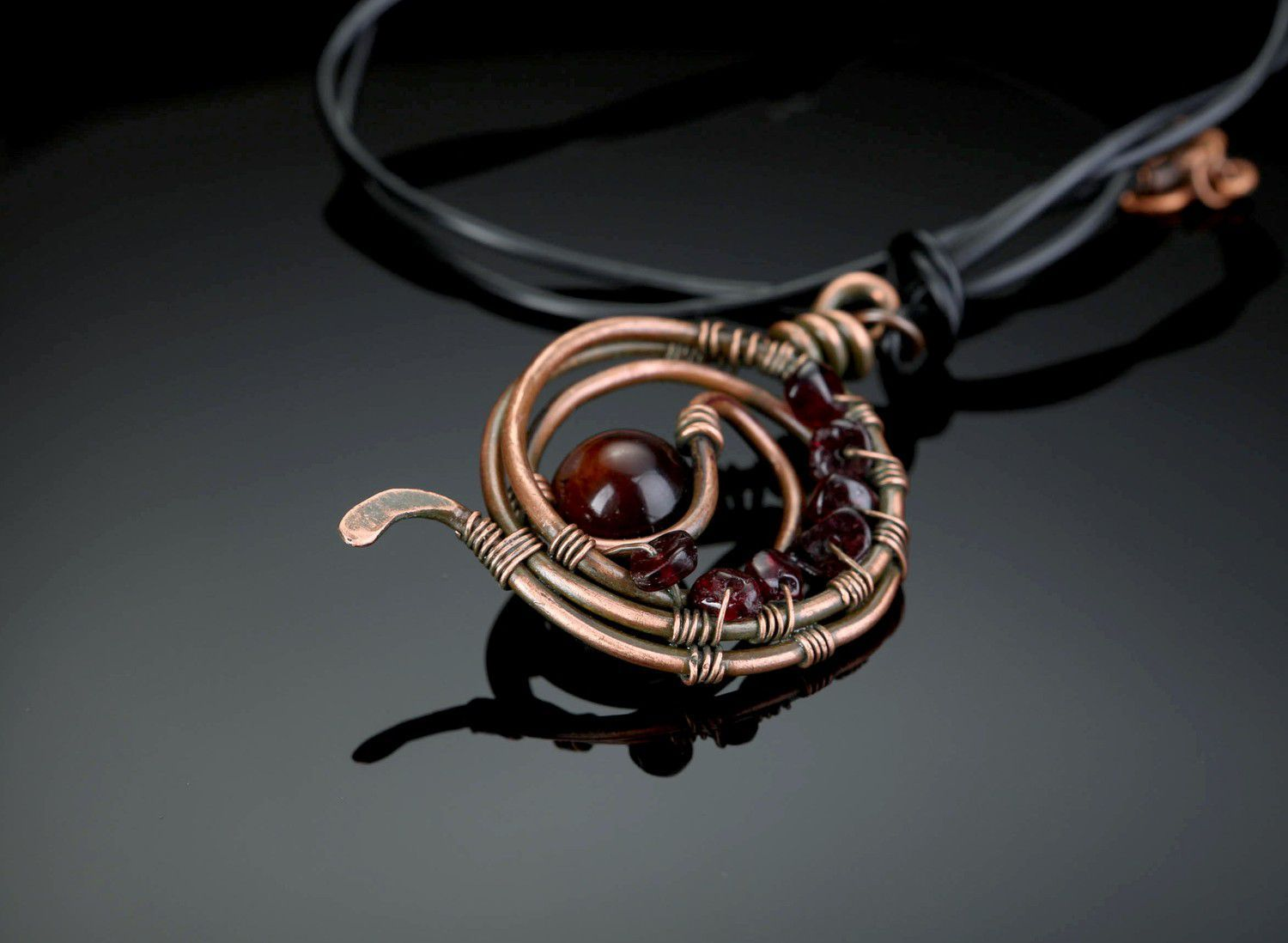 "Pendant with carnelian and garnet ""Ariadne's Thread""-1"
