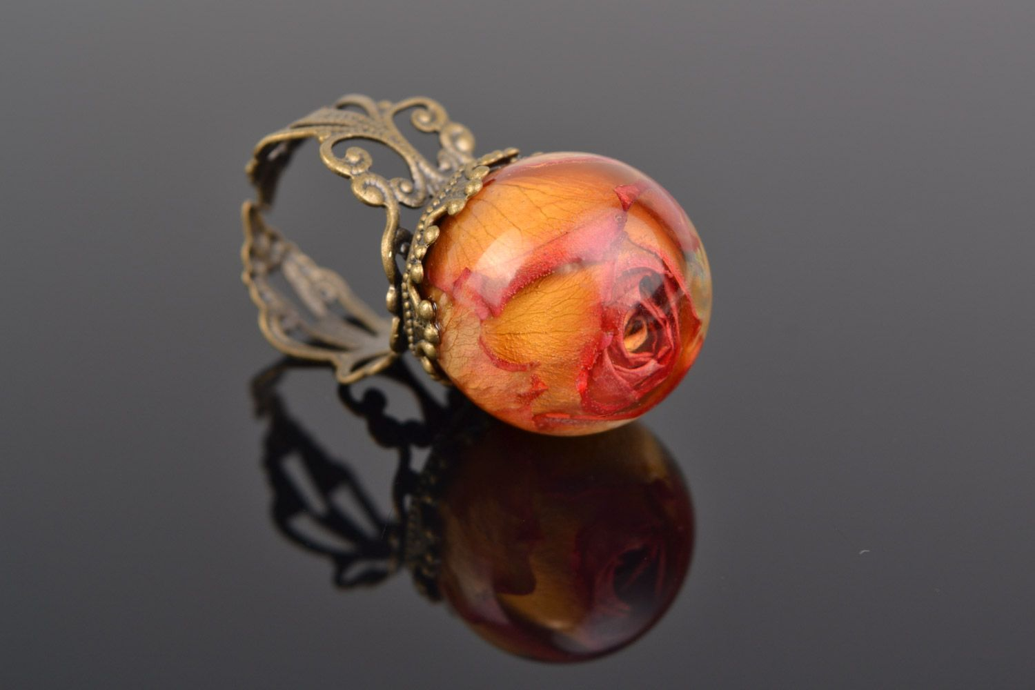 Orange and pink handmade ring with real rose coated with epoxy photo 3