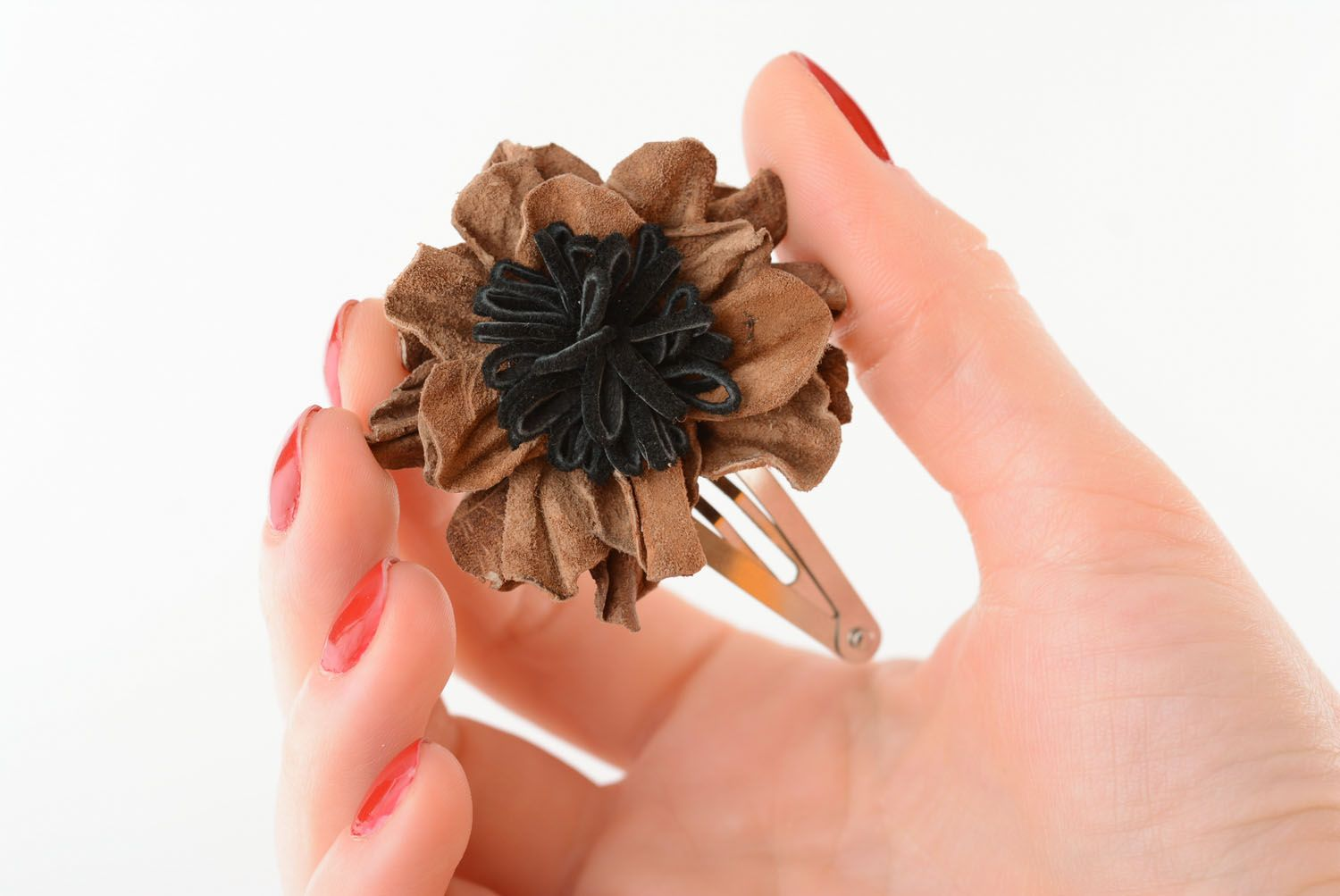 Small leather hair clip photo 1