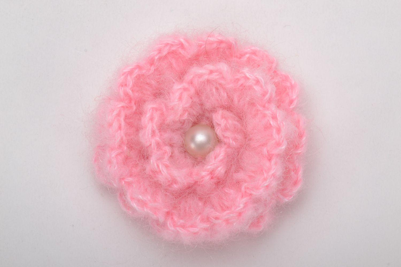Crochet brooch in the shape of pink flower photo 3