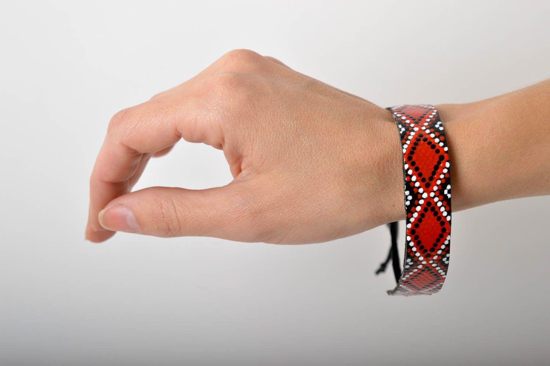 Аксессуар из кожи ручная работа кожаный браслет с орнаментом браслет на руку фото 5