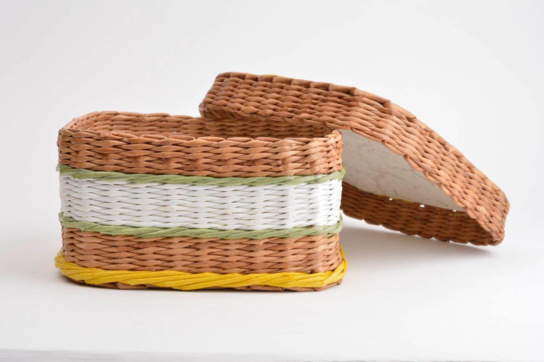 Плетеная корзина из газет