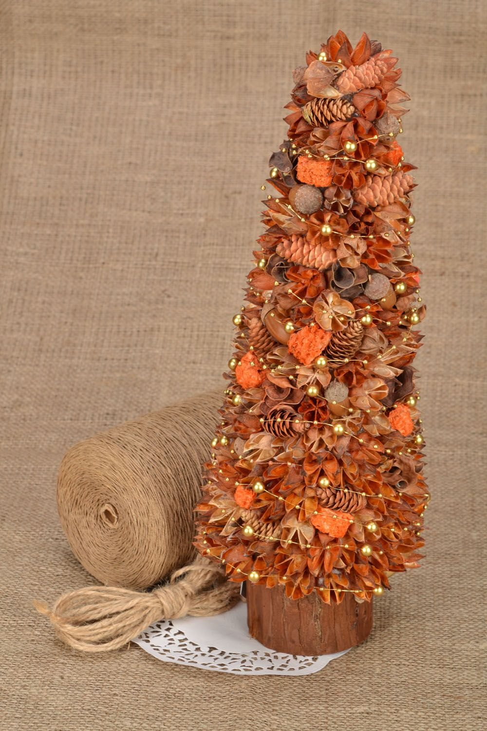 Decorative tree with natural materials photo 1
