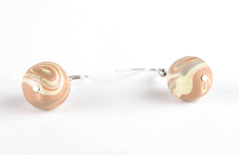 Ohrringe mit Anhängern aus Polymerton foto 3