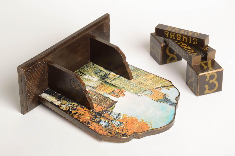 madeheart > kalender holz handmade ausgefallener dekoartikel