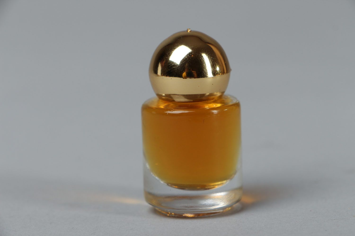 Middle Eastern scented perfume photo 1