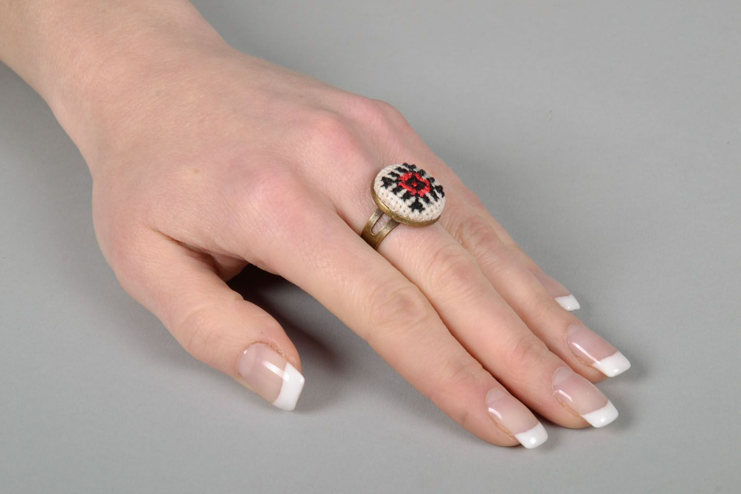 Round seal ring with embroidery photo 5