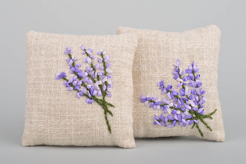 Madeheart dos cojines decorativos artesanales de tela for Telas para manteles precios