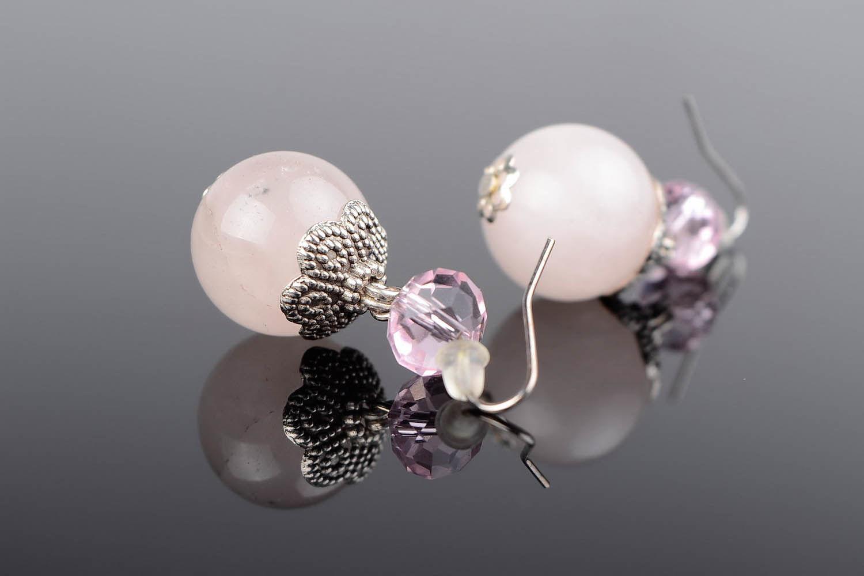Brincos são feitos de quartzo roso e cristal checo foto 1