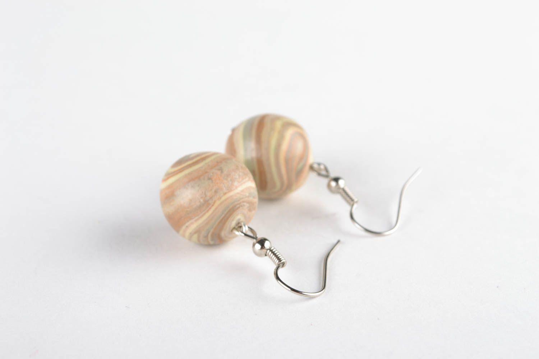 Ohrringe mit Anhängern aus Polymerton foto 1
