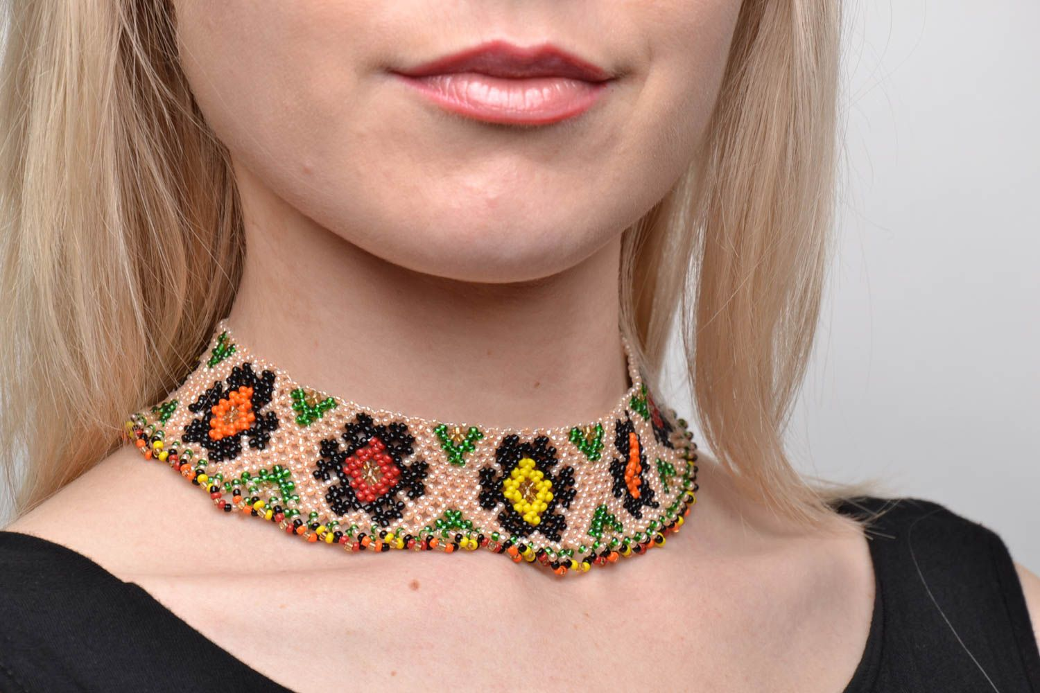 Wide beaded necklace in ethnic style photo 2