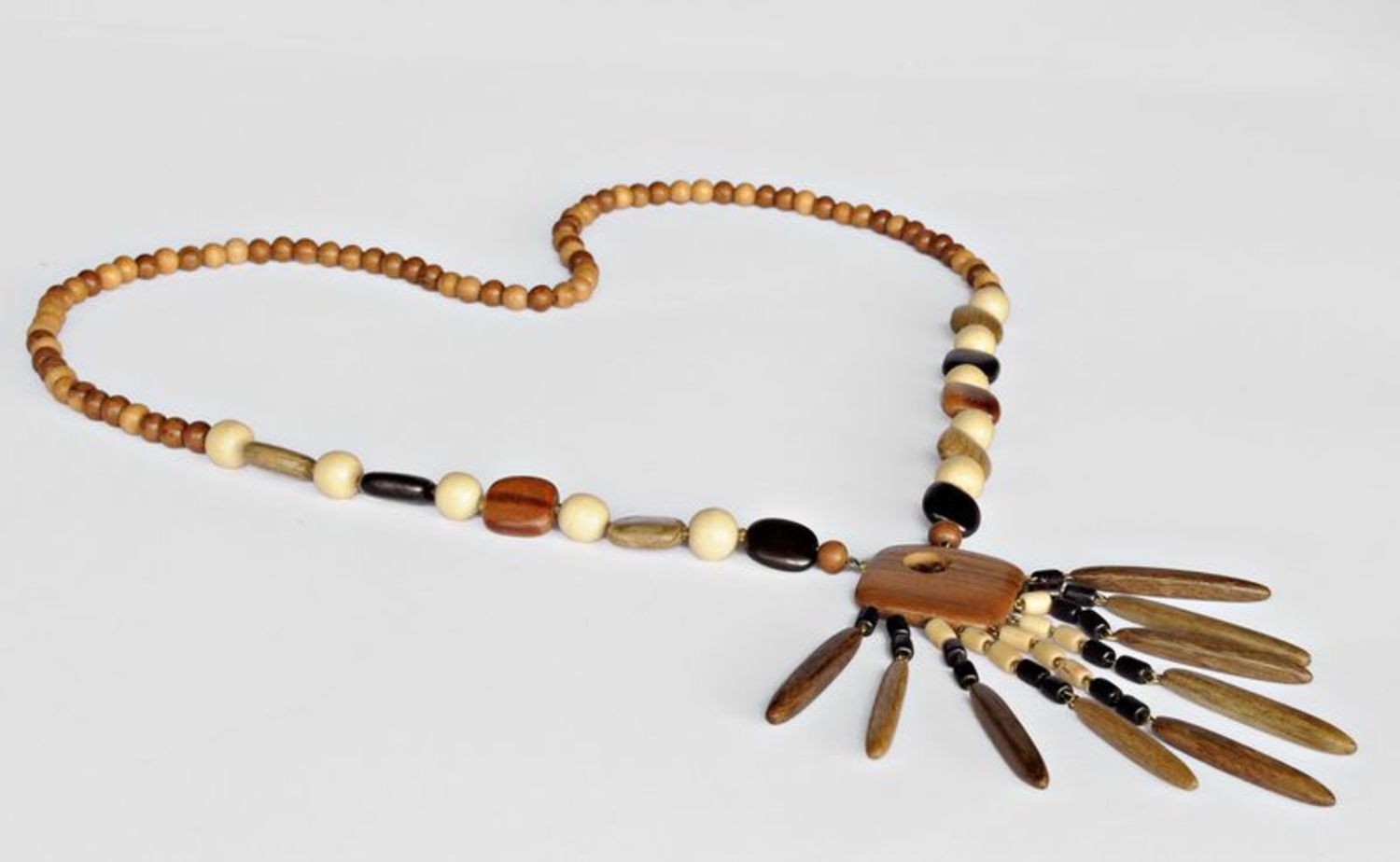 Long wooden beaded necklace photo 1