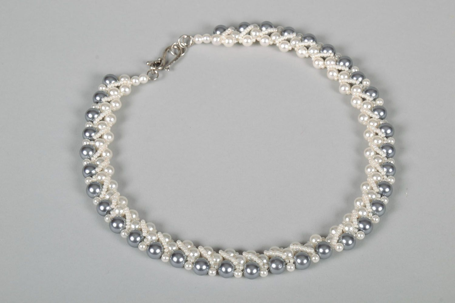 Necklace with artificial pearls photo 3