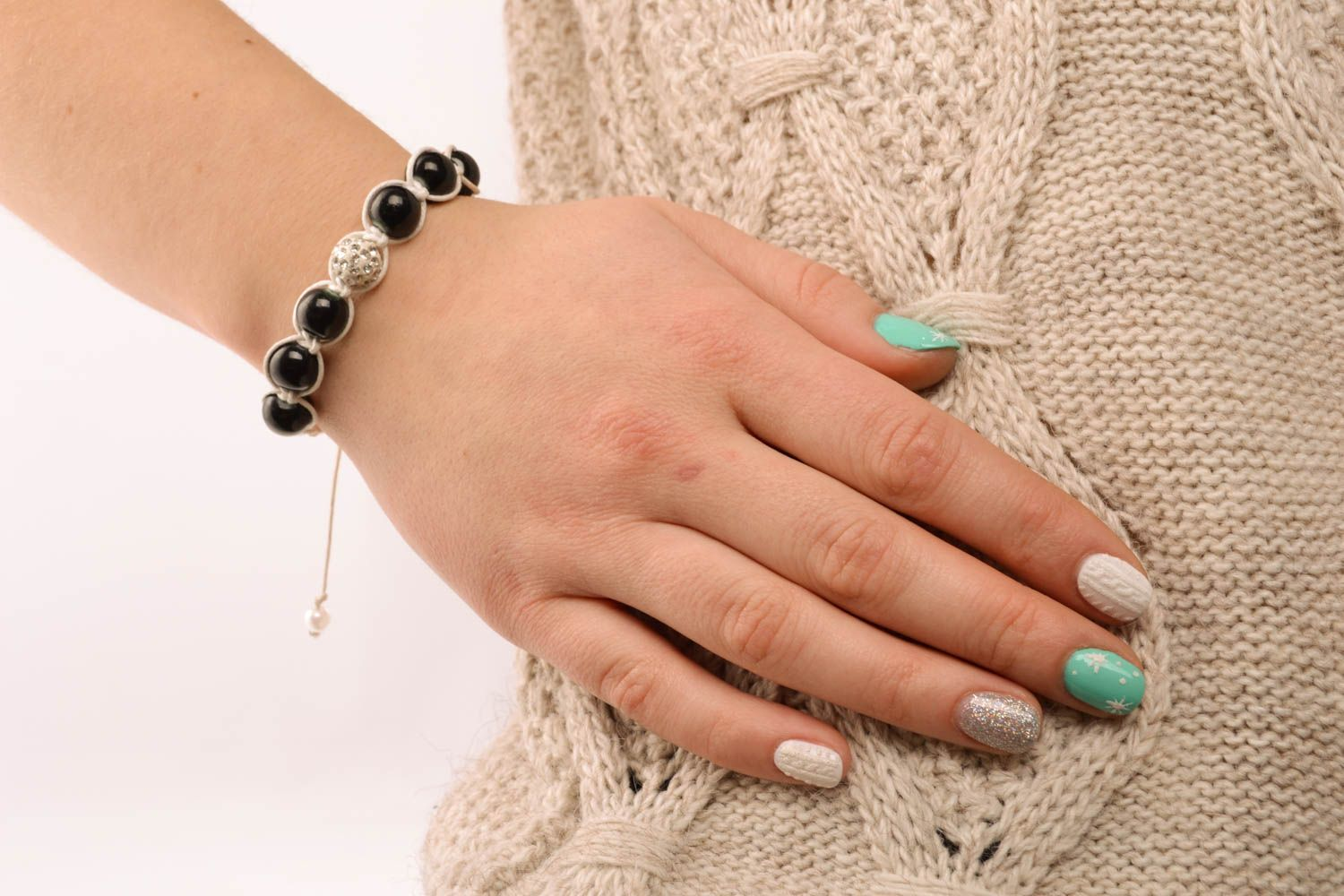 Woven bracelet with black beads photo 5