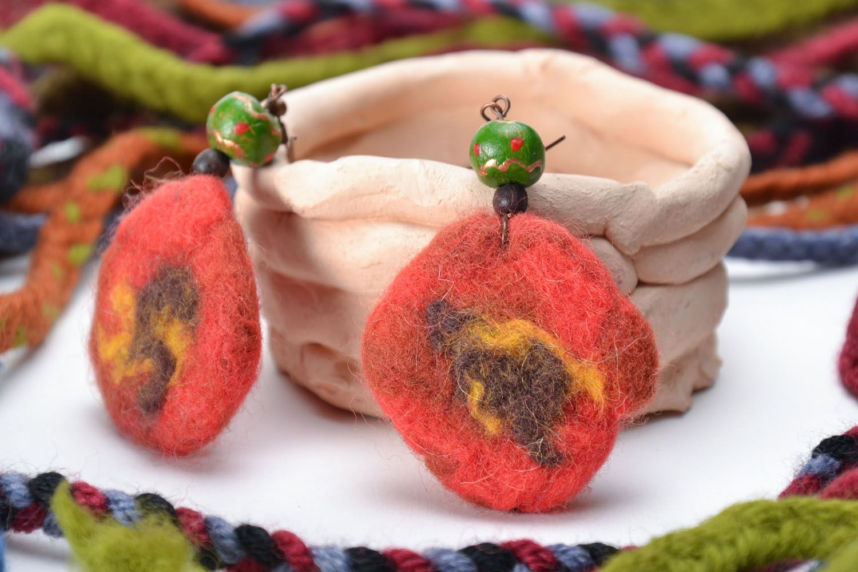 Runde Ohrringe aus Wolle foto 1