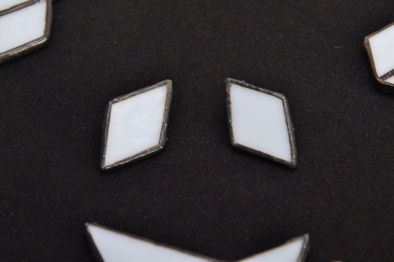 Diamond-shaped glass earrings photo 1