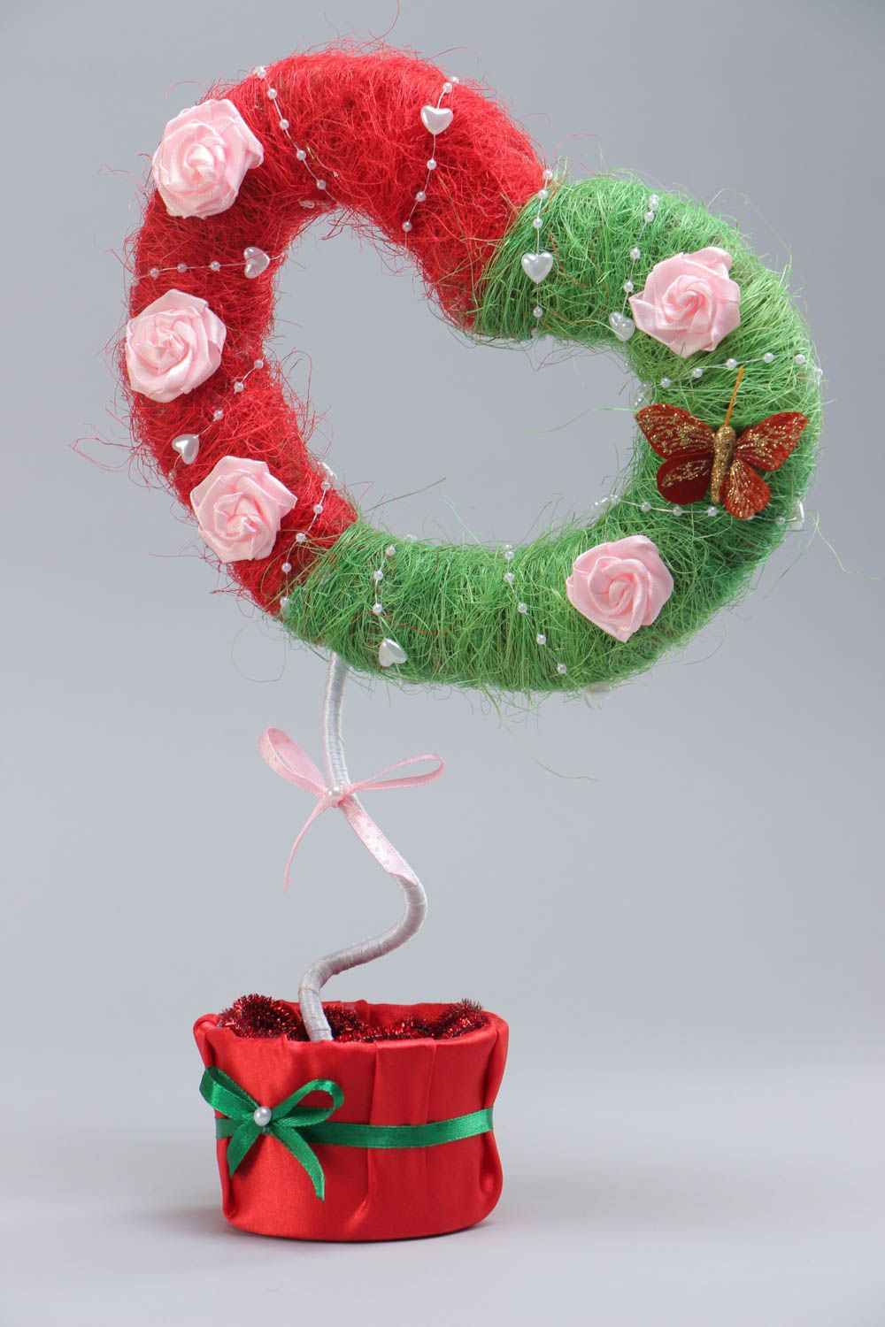 Handmade topiary made of sisal in the shape of heart with flowers green with red photo 2