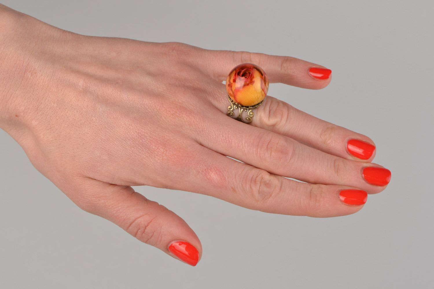 Orange and pink handmade ring with real rose coated with epoxy photo 2