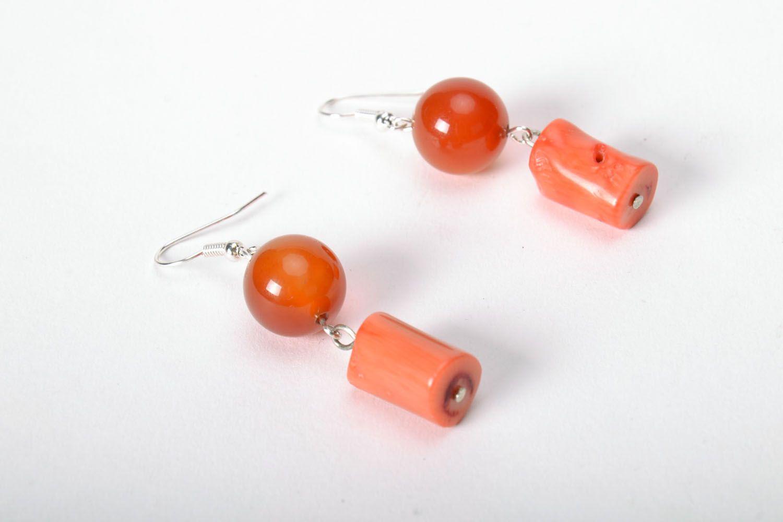 Ohrringe mit Natursteinen Sarder und Koralle foto 3