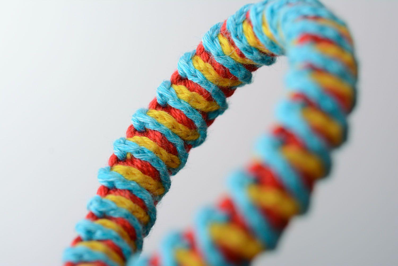Geflochtenes Armband aus Fäden foto 4