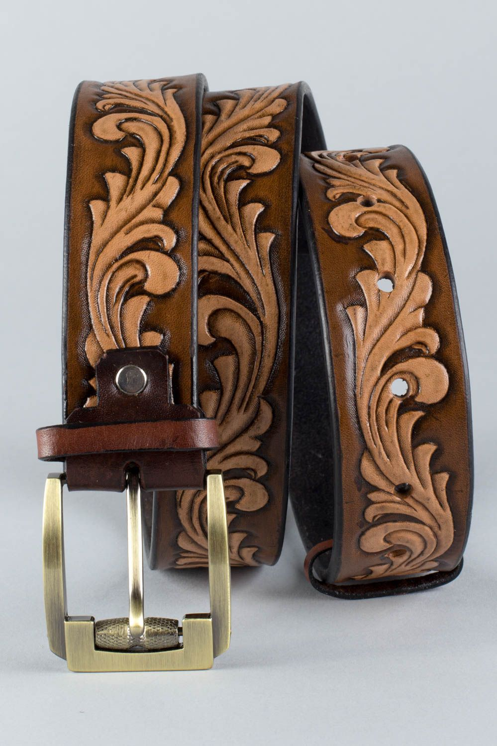Handmade stylish unusual brown belt made of natural leather with metal buckle photo 3