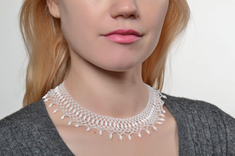 White beaded necklace photo 5