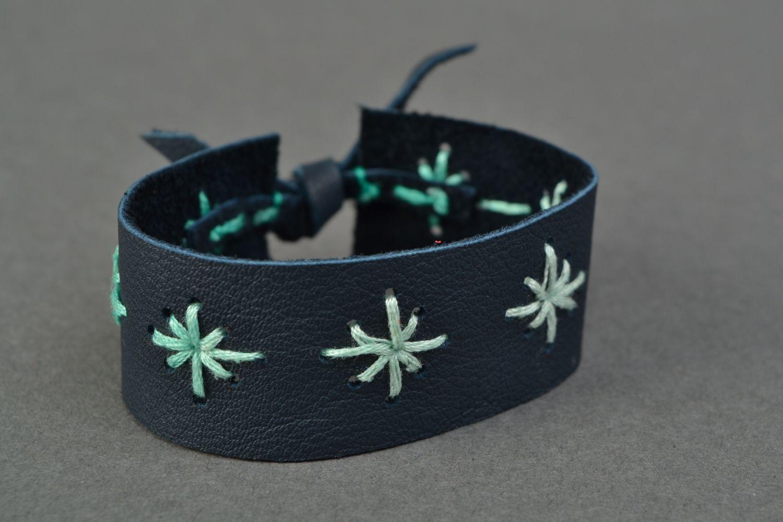 Blue leather bracelet with pattern photo 1