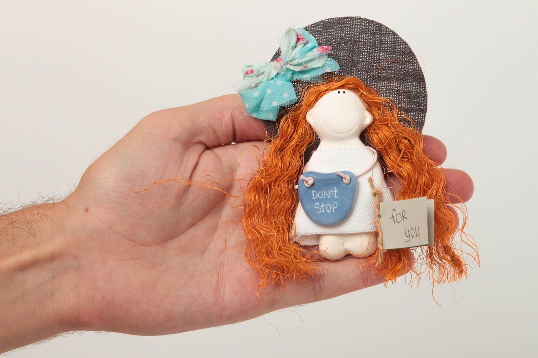 MADEHEART > Magnet frigo fait main Petite poupée en plâtre fille ...