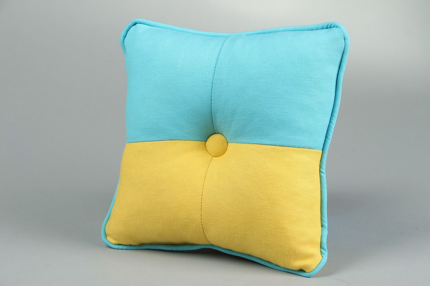 Notice: Undefined variable: cat in /home/newmadeheart/prod/cache/volt/%%home%%newmadeheart%%prod%%app%%views%%product%%index.volt.php on line 139  Pillow made in colors of the Ukrainian flag - MADEheart.com