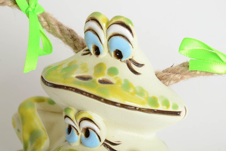 huchas Hucha de cerámica hecha a mano elemento decorativo alcancía decorada Ranitas - MADEheart.com