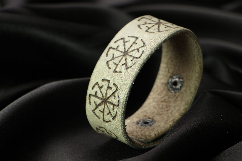 Breites Armband aus Leder Sonnenwende foto 2