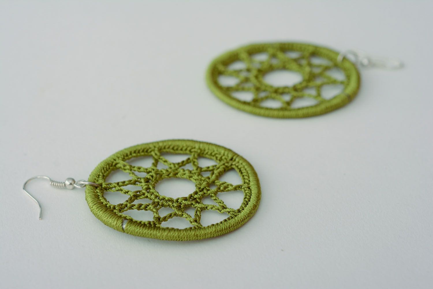 Earrings woven of green threads photo 4