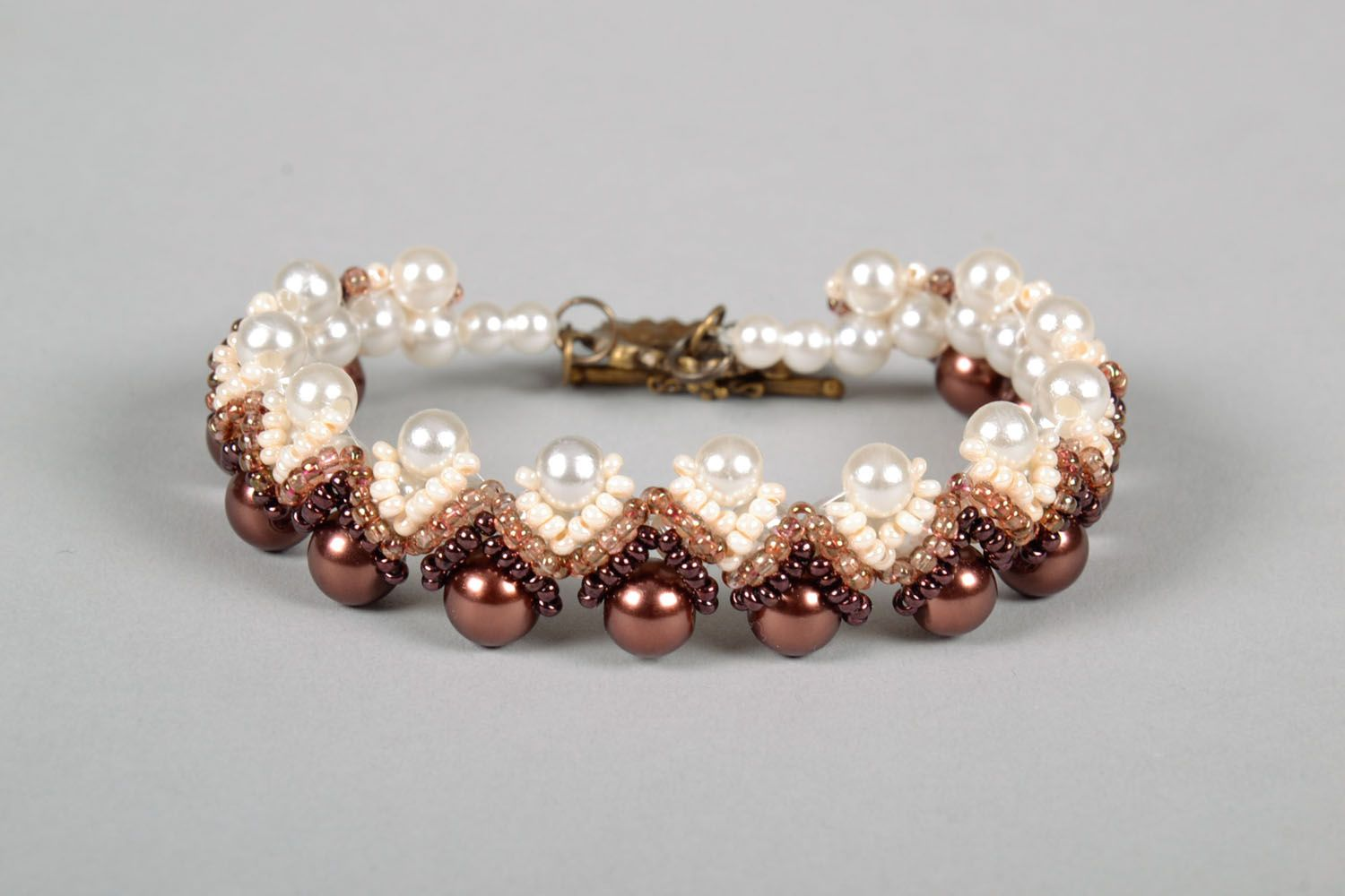 Bracelet with artificial pearls photo 2