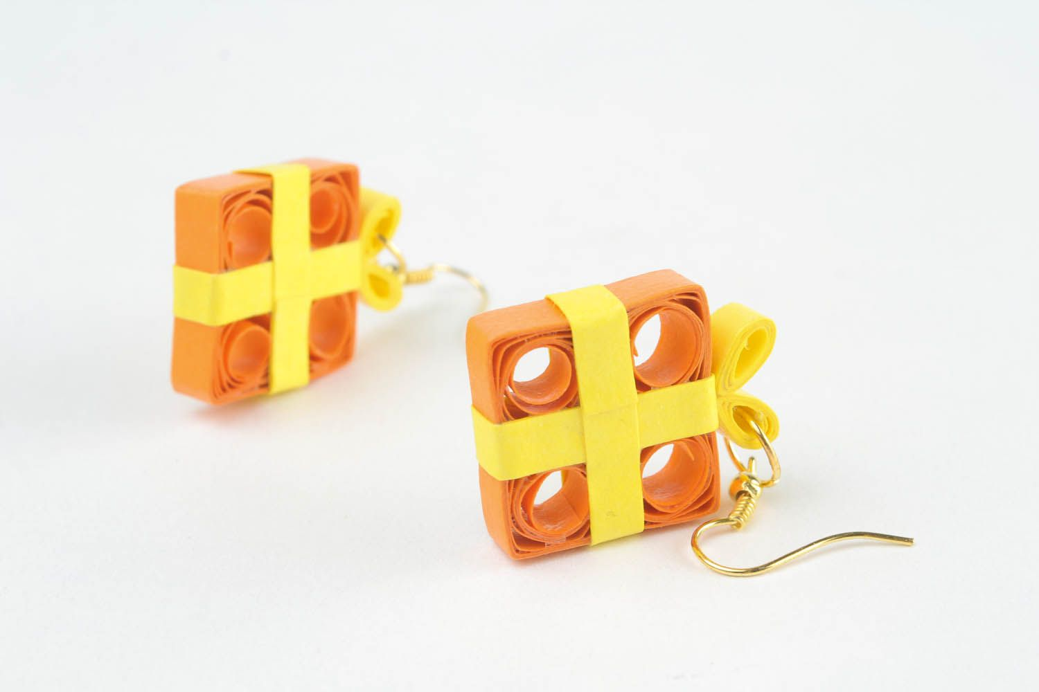 Unusual papr earrings made using quilling technique photo 4