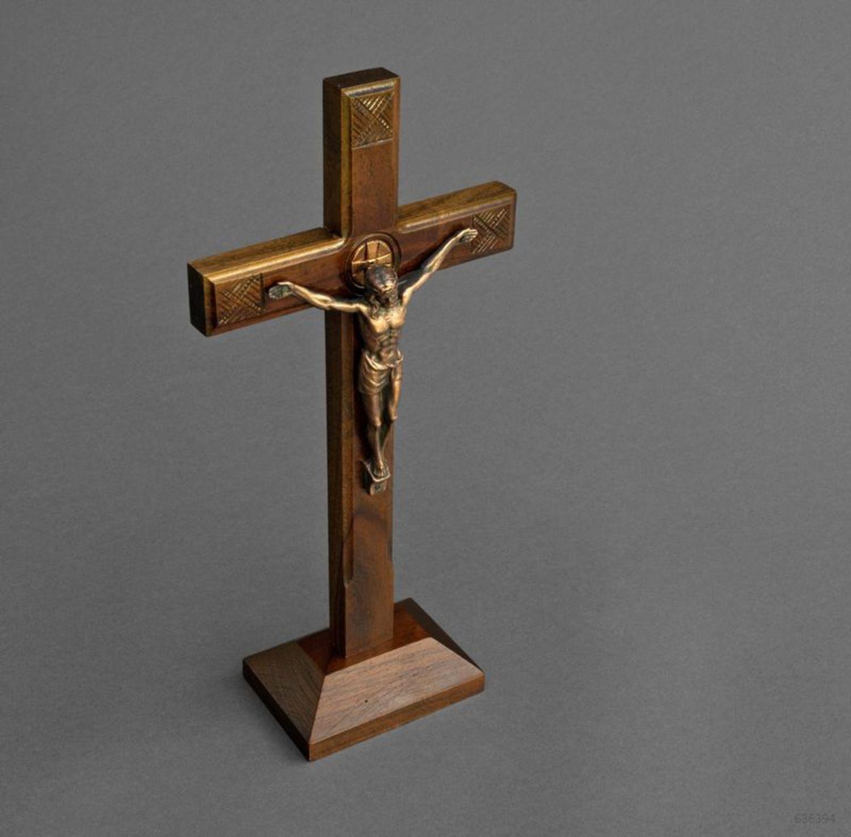 католический крест фото лёгкой трудовой