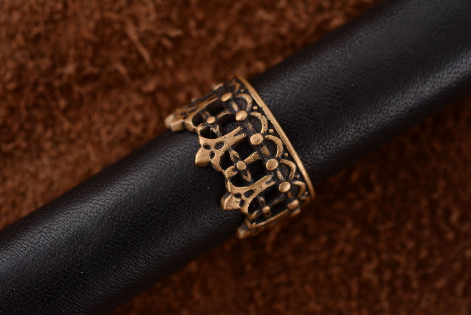 Crown-shaped bronze ring photo 3