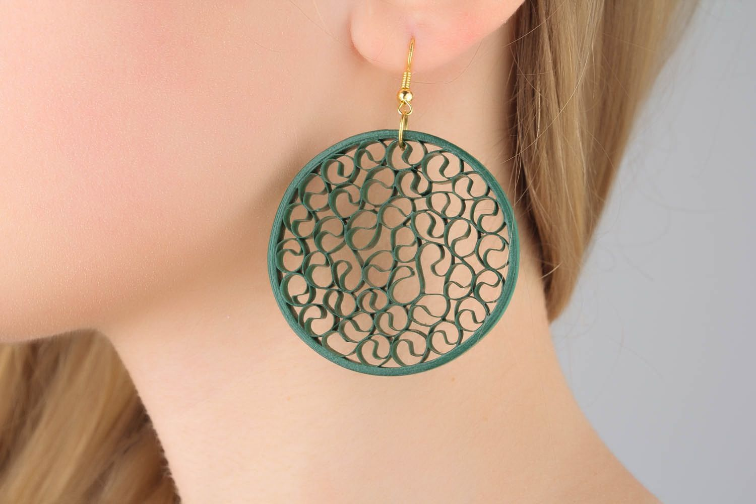 Round earrings made ​​of paper photo 1