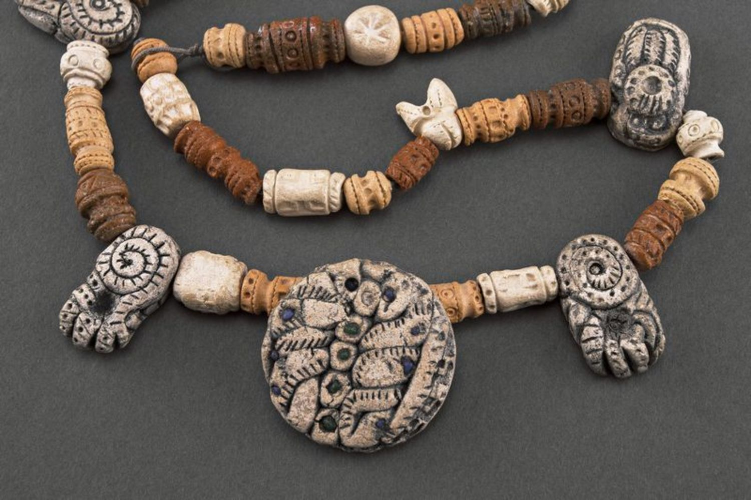 Necklace in ethnic style photo 1