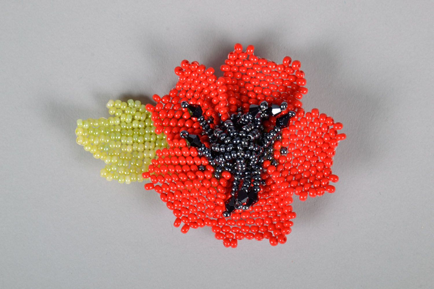 Beaded brooch in the shape of a flower photo 2