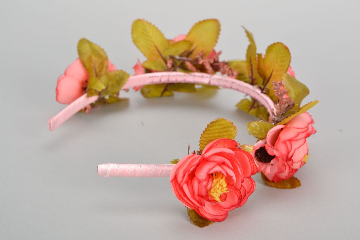 Beautiful headband with flowers photo 4