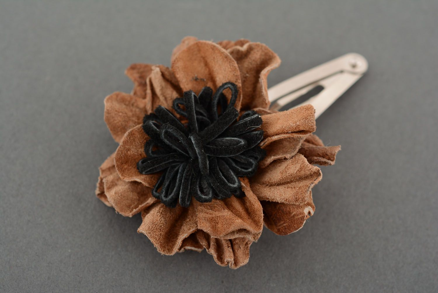Small leather hair clip photo 2
