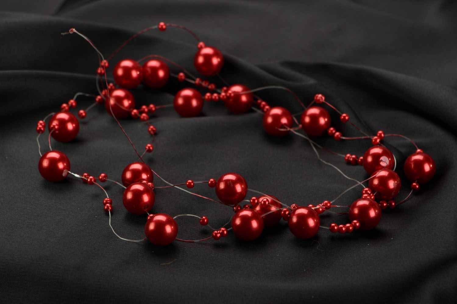 Red bead necklace photo 2