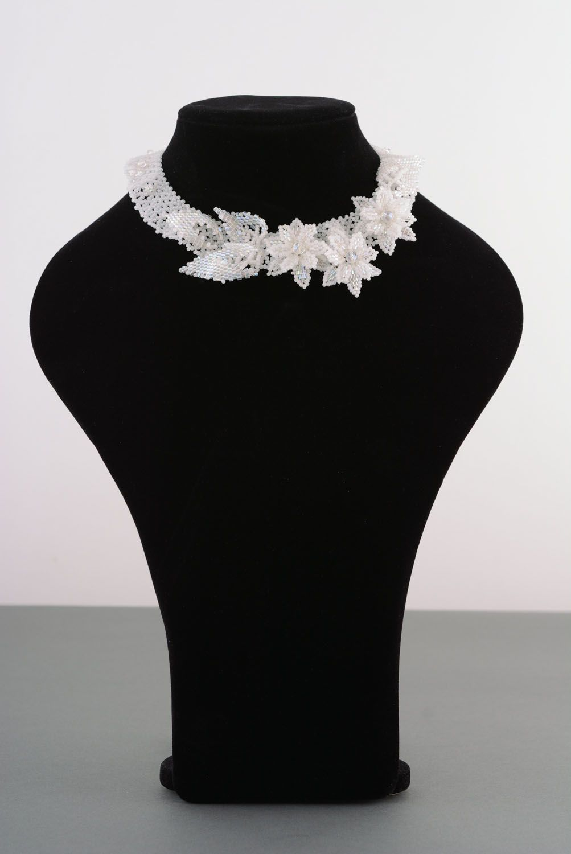 White beaded necklace photo 1