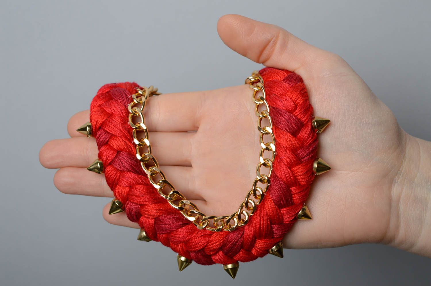 Red thread necklace with studs photo 3
