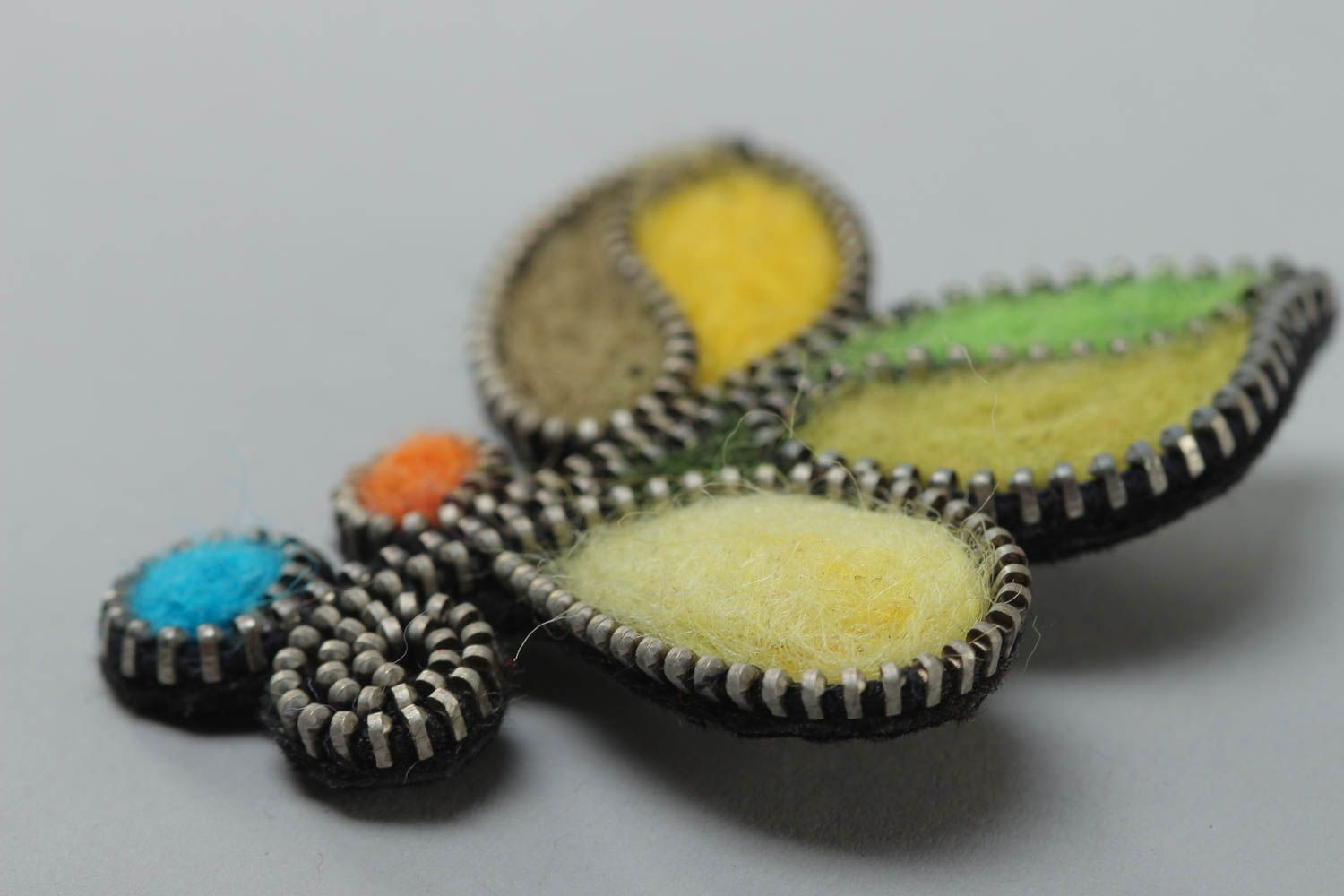 Handmade designer felting wool brooch decorated with zipper multi-colored accessory photo 3
