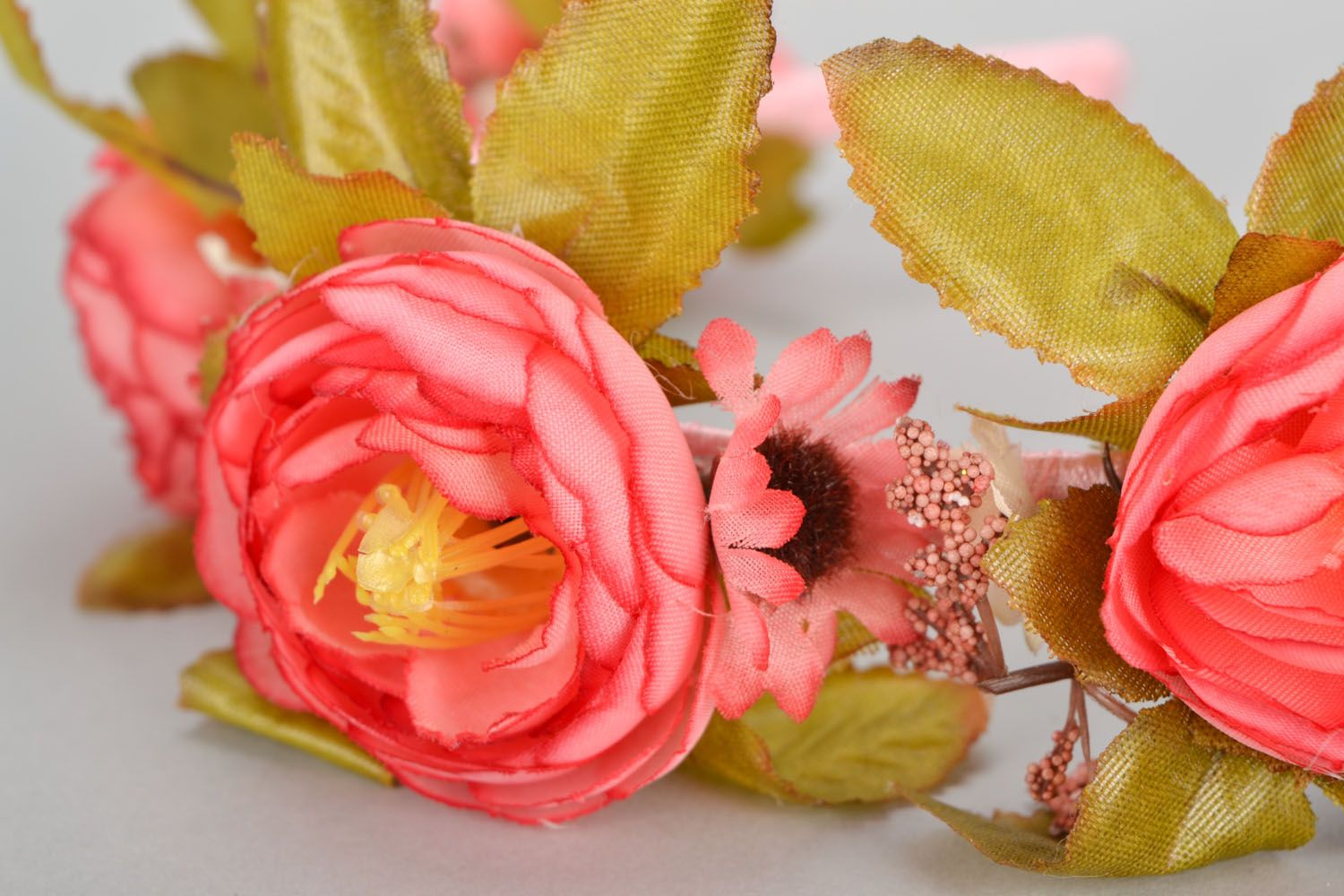 Beautiful headband with flowers photo 3