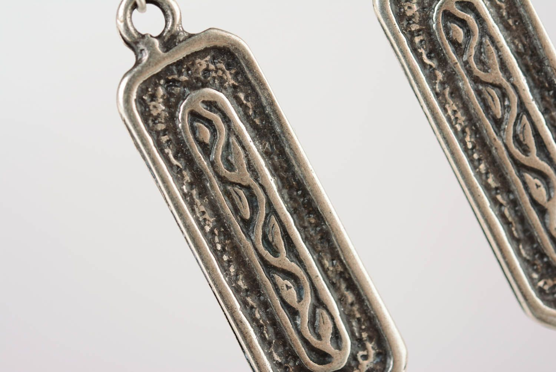 Long metal earrings photo 2
