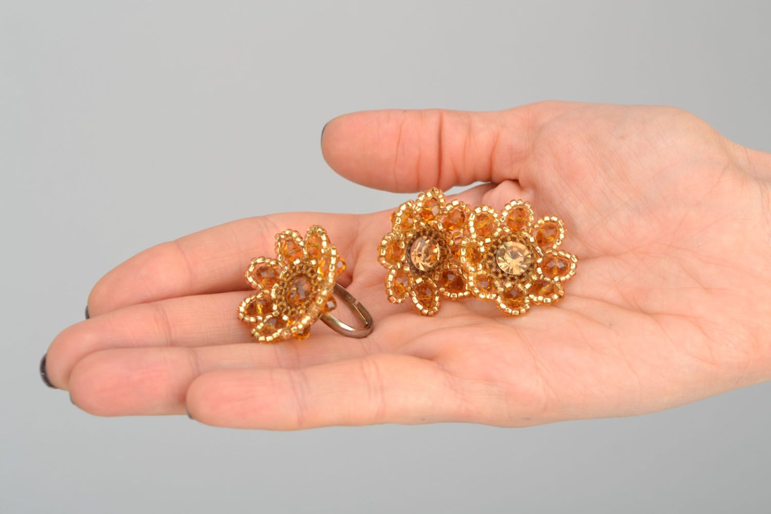 Stud earrings and ring made of beads photo 2